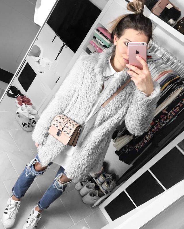 I saw @herr_lich_fit wore this fluffy coat and I definitely want one! It's so CUTE and perfect for the winter season. I…