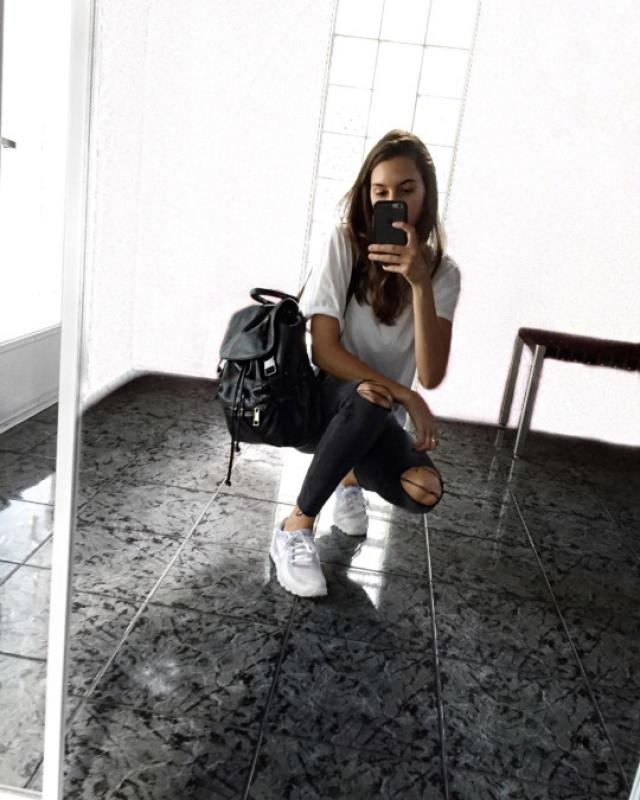 Black leather backpack is perfect for a casual outfit!