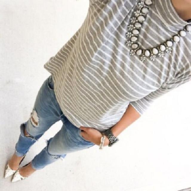 Ripped jeans are a perfect was to make an outfit look effortless!