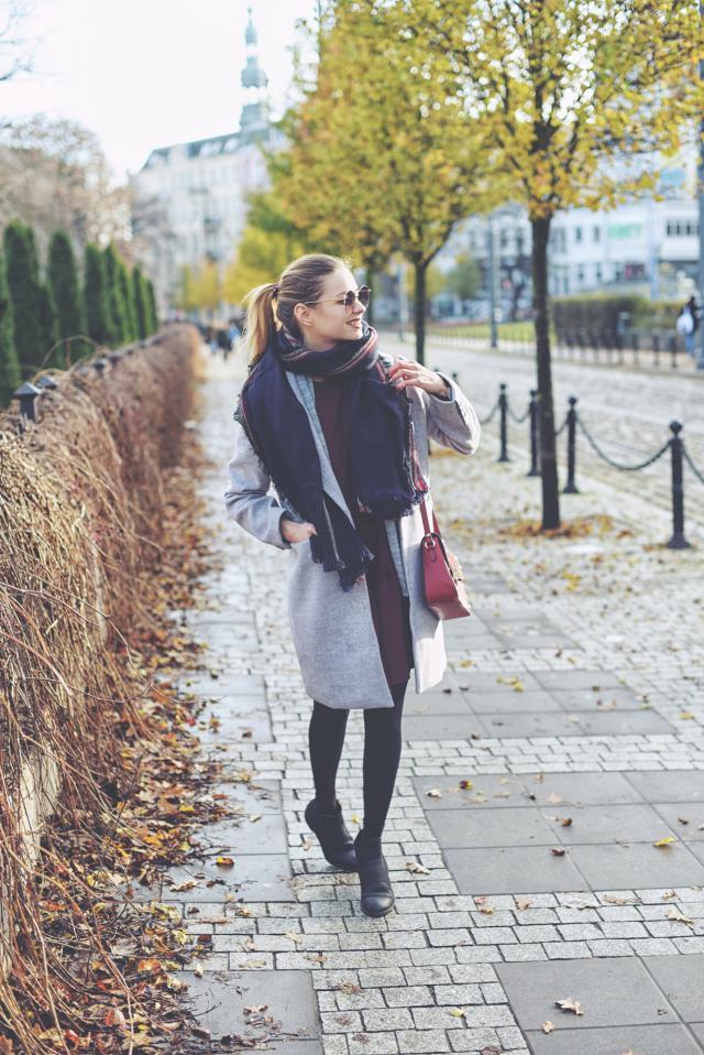 https://juliettecapuleti.com/2017/01/burgundy-dress-grey-coat.html