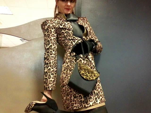 I chose from them this great long sleeve Leopard print coat precious detail and invoice. The model fit in life is cut