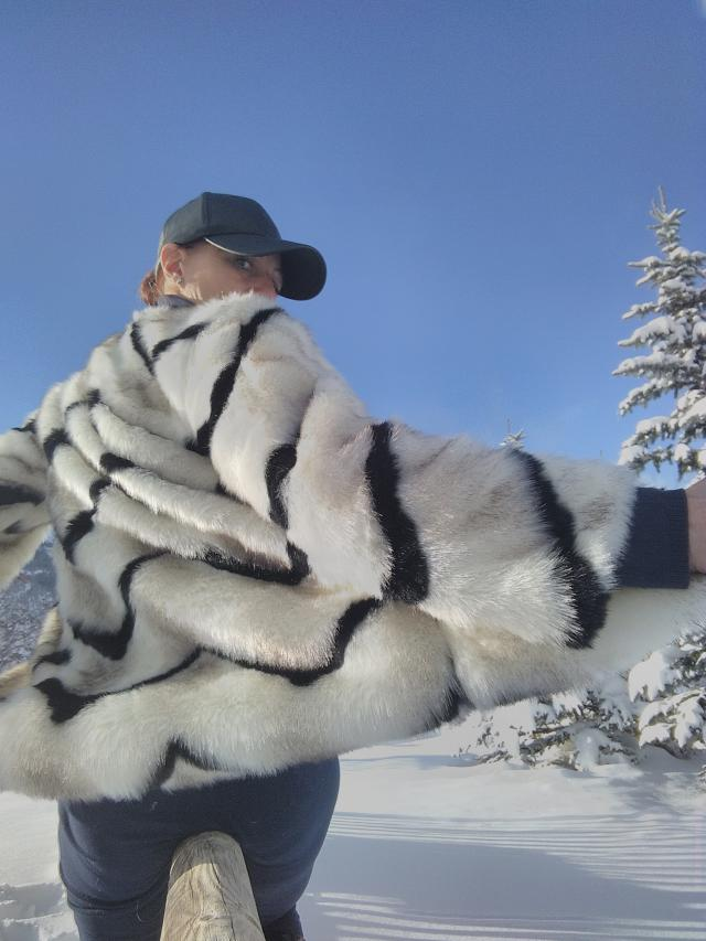 Very stylish for snow experience.. Chic  and love #zmesday00 #zaful #fur #outwear #winter #italy