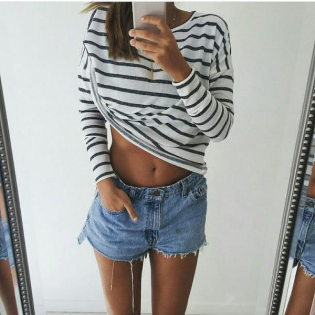 I absolutely love this, striped tees are my lifee