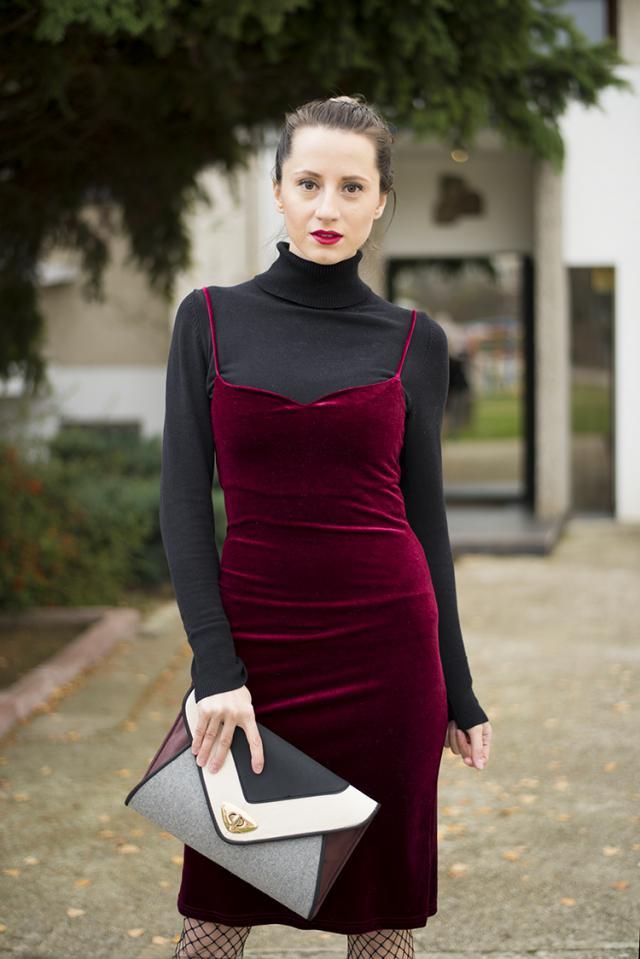 red velvet dress http://www.mihaskinnybuddha.com/2016/11/red-velvet-revolution.html