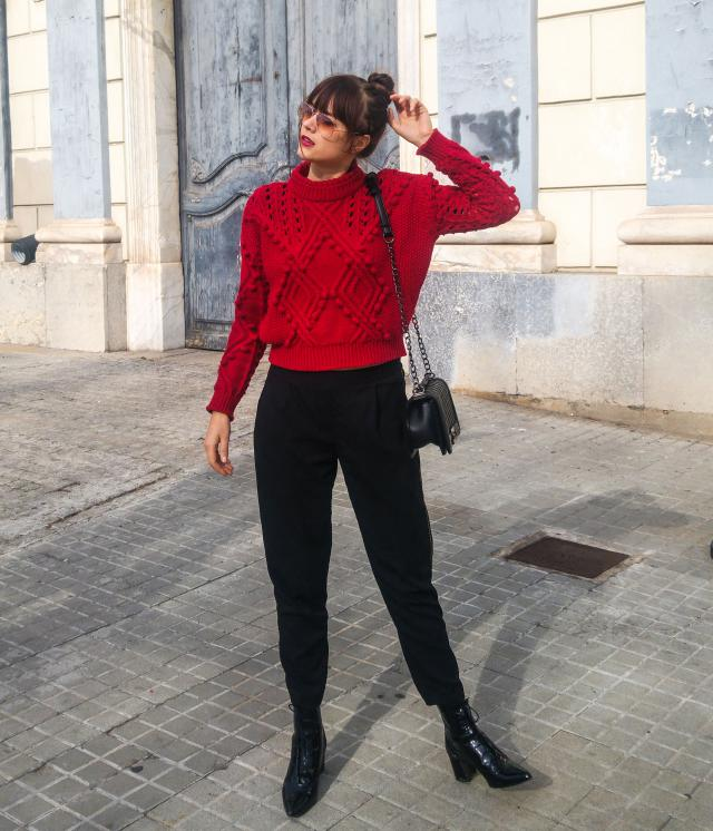 Hello Loves!! Do you have your perfect sweater? Well, I have many and this is one of them, it reminds me of holidays and