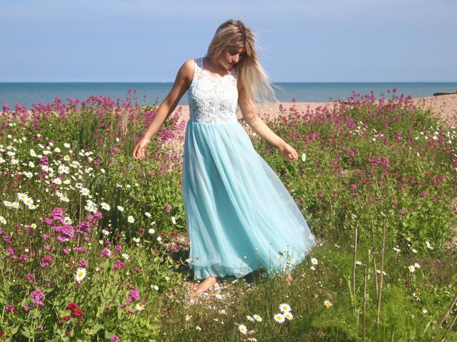 Feeling like a fairy in this dress surrounded by flowers in the sunshine ♥