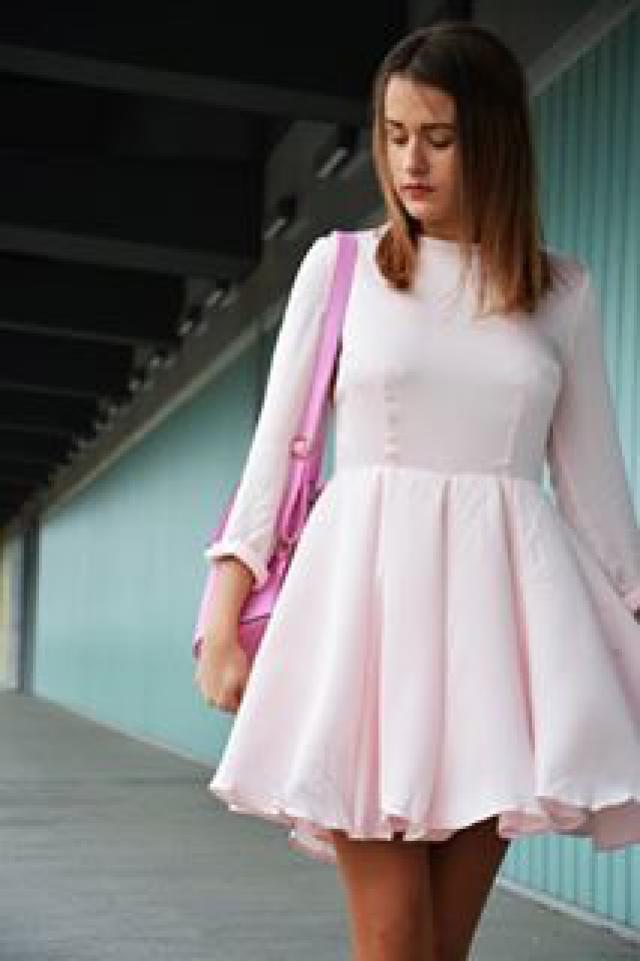 I love this dress. She is beautiful ♥#blog #blogger #love #pink #dress swiatwikiloff.blogspot.com