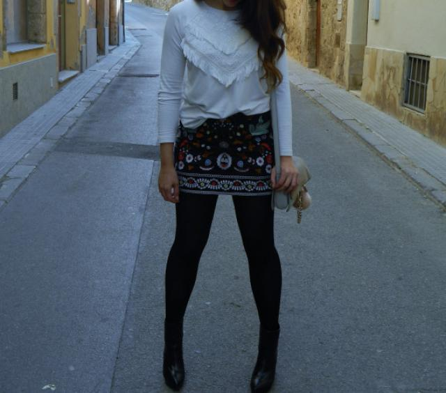 Outift idea with this beautiful Skirt. Perfect for the Spring season,