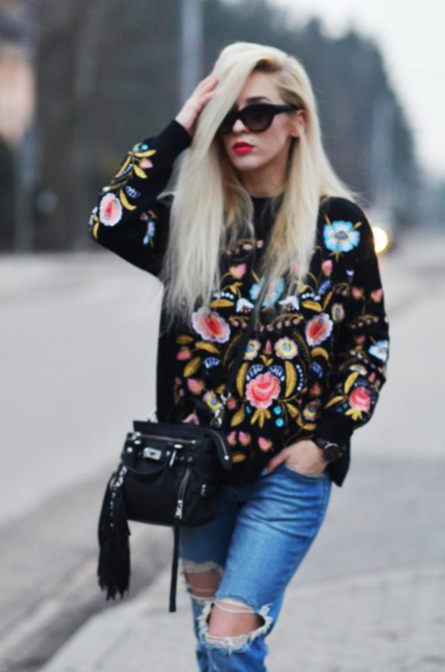 beautiful embroidered sweater! see more: http://www.anetaaneta.pl/2017/03/sweter-z-haftem-w-kwiaty.html