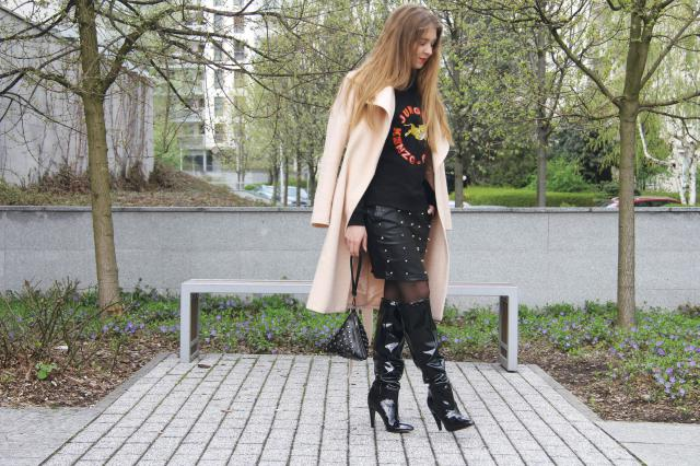 More on my blog: http://valerysdailyinspiration.blogspot.com/2017/04/outfit-vinyl-knee-boots.html