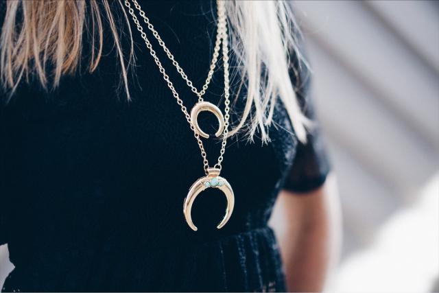 Beautiful dress and jewel !! Like it  #annsom #blogger #fashion #ootd