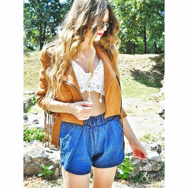 Coachella look, amazing crop top and denim shorts :)