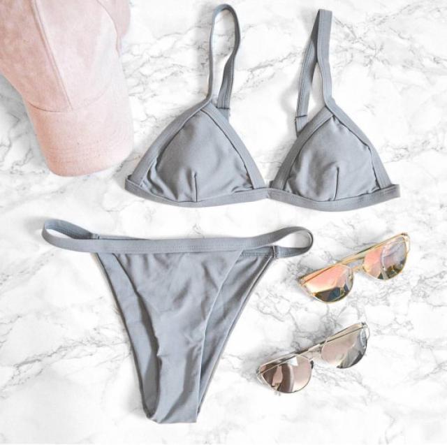 O M G!! whaat?? look this beautiful bikini and sunglasses!! it\'s perfect for #summer ♥ #bikini #sexy #hot #sunglasses