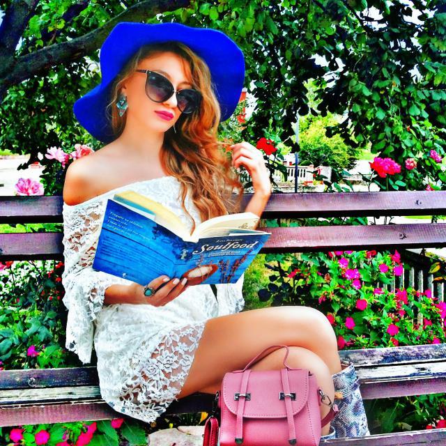 #coachella2017  Reading my favourite book :) #zafulhits #springbreak2017 #zaful #ootd