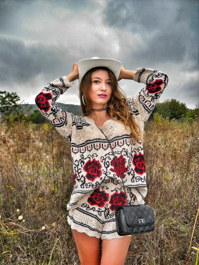 #coachella2017  Coachella look, amazing #zaful sweater and shorts #zafulhits #ootd #fashion #style