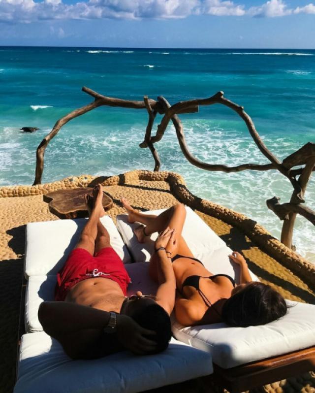 Every girls need one black bikini! #couplegoals #summer #body #bikinibody