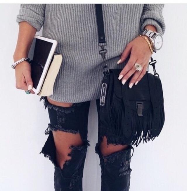 super comfy, do you like it?  #ootd #girl #model #jeans #coachella2017 #springbreak2017 #zafulhits