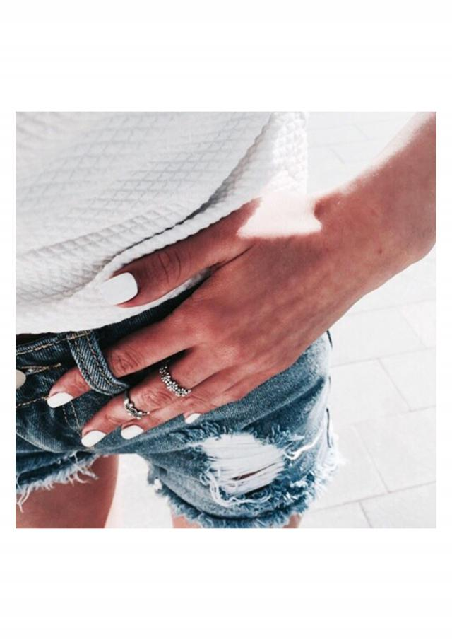 white is perfect for summer when skin is tanned ♥♥♥♥ #denim #denimlove #outfit #tumblr #ootd #springbreak2017