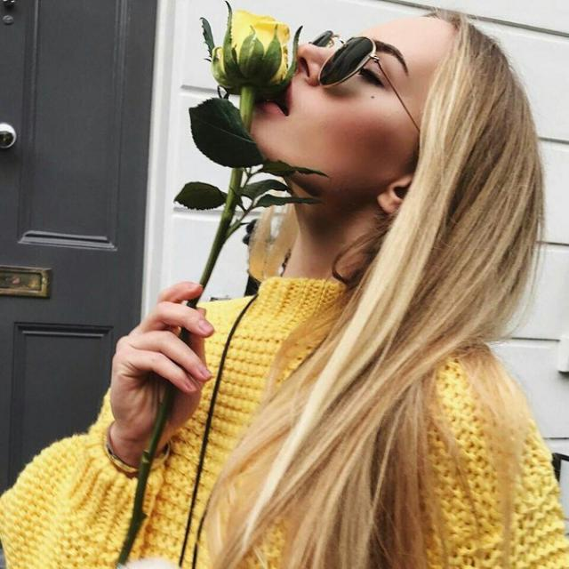 yellow is a wonderful color for spring! do you like roses?  ♥ #denim #nailart #denimlove #outfit #tumblr #ootd