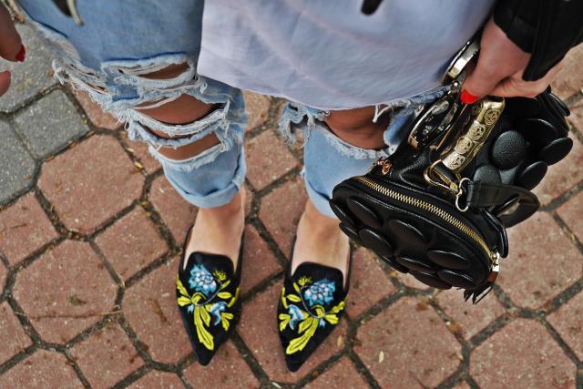 #shoeslover love them soo much :) http://www.karyn.pl/2017/05/welurowe-czarne-klapki-z-haftem.html