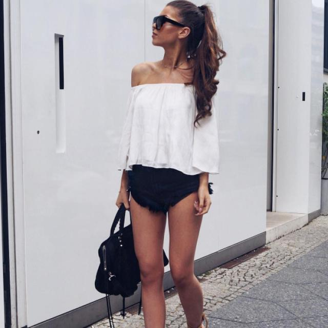 I love off shoulder tops! do you like it? let me know in the comments!♥♥♥♥♥♥♥♥♥♥ #offshoulder #top