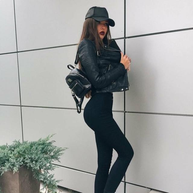 Black baseball hat #hat #baseballhat #blackhat #tumblr #models #baddies #dressforidol #denimlove #loveselfie #flatlay