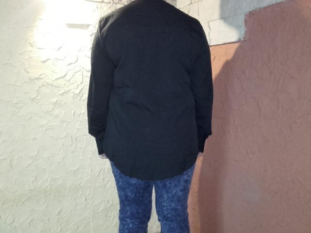 Bluzka od tyłu wygląda tak