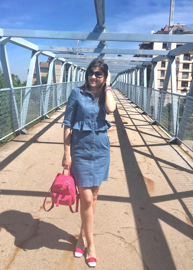 Cute look with denim ruffle dress and pink backpack  (more photos on the blog: bambolai.blogspot.com ) #denimlove