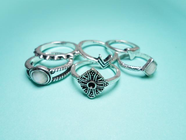 Tribal ring set by Zaful features six elegant rings, two of them also include beautiful semi precious stones. All of