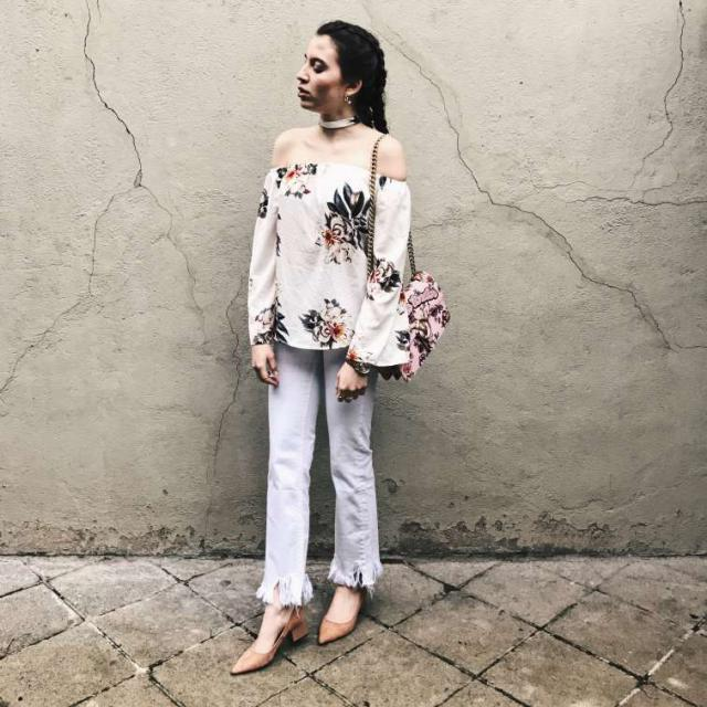 I absolutely adore this off shoulder Top from Zaful. It has everything you need especially flowers! And let\'s be