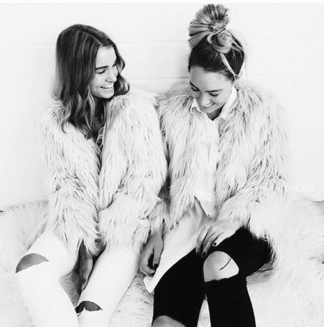 Beautiful Fluffy Faux Fur Coat white! do you like it? let me know in the comments!♥♥♥♥♥♥♥♥♥♥                           …