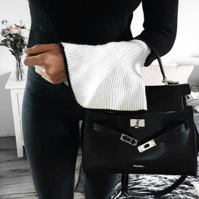 Every gil need a black bag! #handbag #selfie #ootd #outfit #fashion