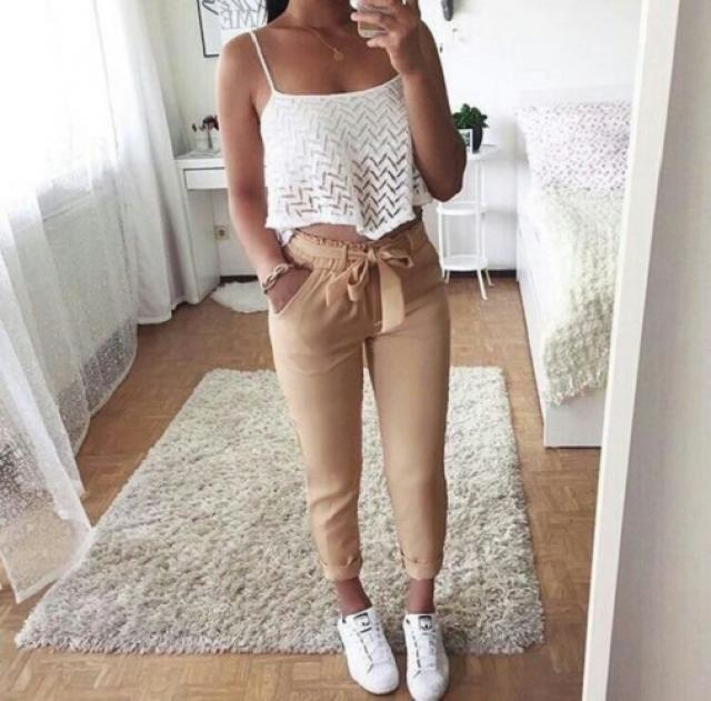 You can never go wrong with white crop top! #fashion #ootd #outfit #spring #summer
