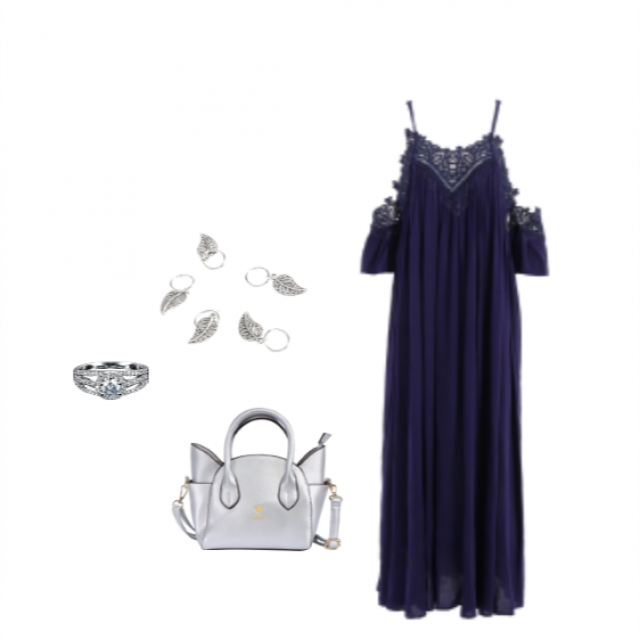 This long dark blue laced dress paired with some silver acessories makes the perfect outfit