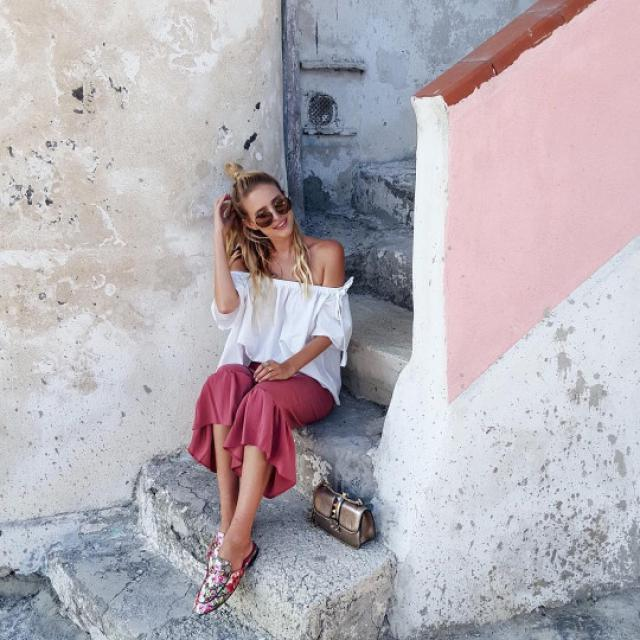 Beautiful off shoulder top! do you like it? let me know in the