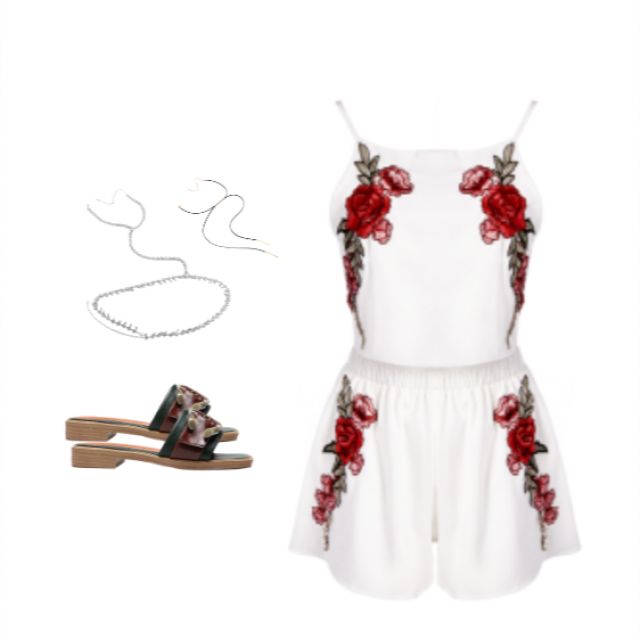 Im crazy fot this two-pieces outifits! They are always so cute.