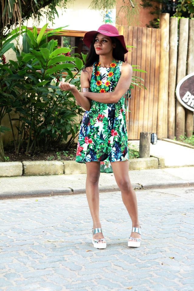 http://estilopropriobysir.com/2017/05/15/vestido-floral-3/