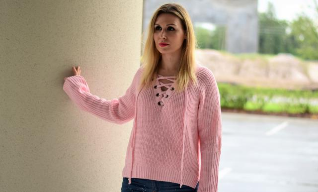 Find out more about this look at www.leilad.com #summer #sweater #pink #laceup