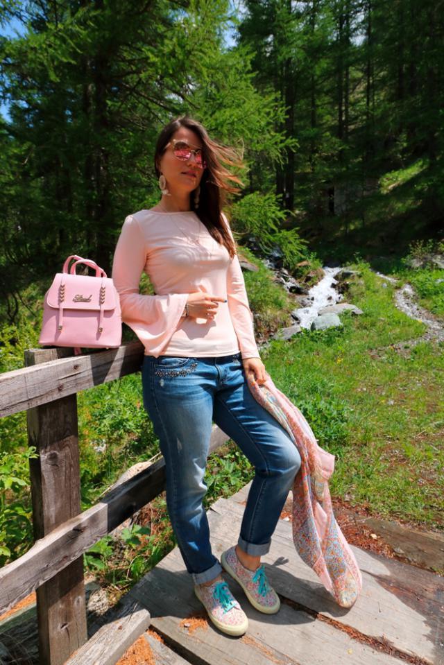 Beautiful pink backpack!! #denimlover #pink #backpack #3anniv