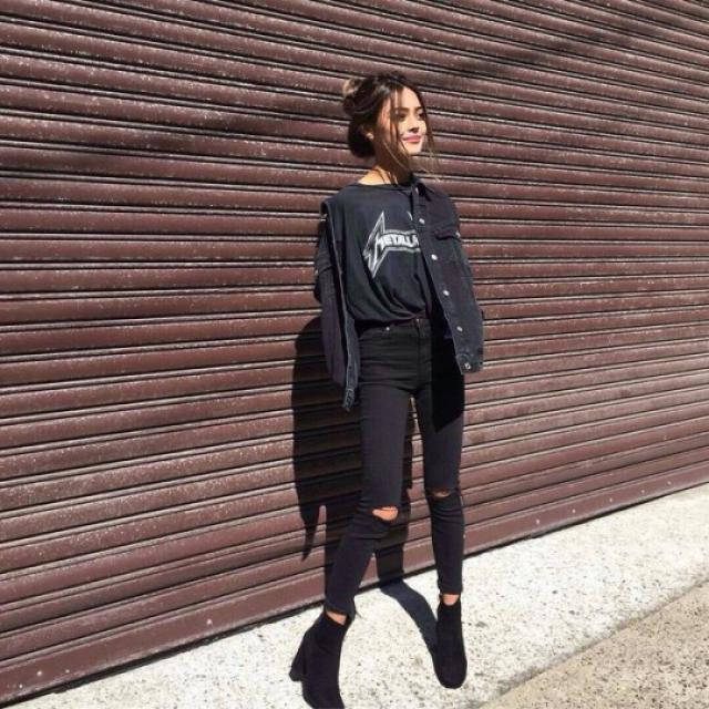 Total Black. Favorite band tee. Ripped jeans. And you a street queen. #black #tees #loveselfie #casual #look #lovedenim
