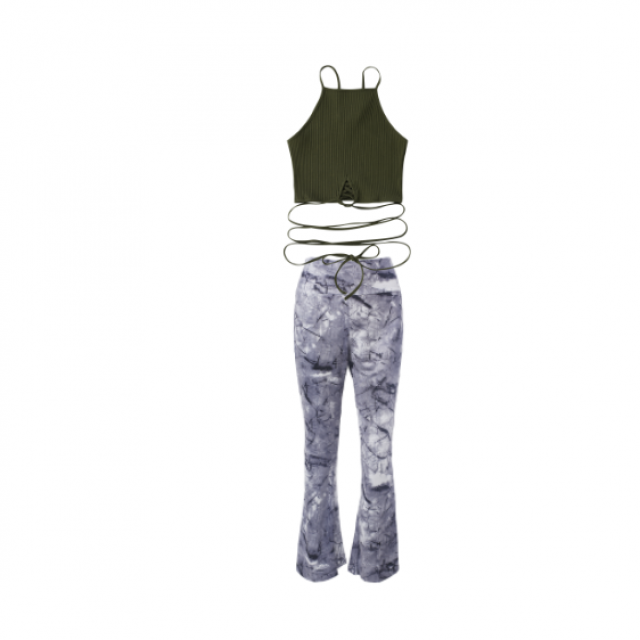 A super cute everyday outfit that\'s comfy and shows some curves.