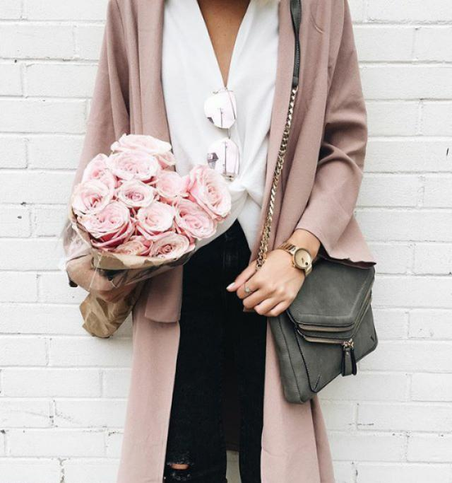 Beautifulpink cardigan and sunglasses! do you like it? let me know in the