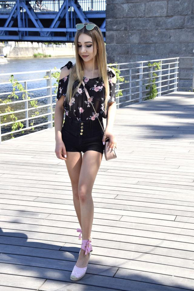 #summer #style #blackshorts #flowerprint #polishgirl #blogger