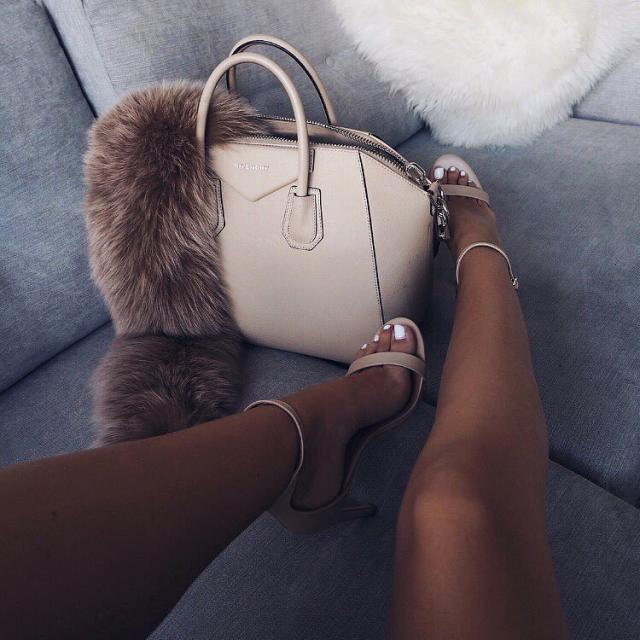 the most elegantly simple yet sophisticated shoe I know. #stylish