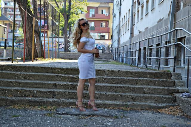White dress and perfect pink shoes > http://www.ivanasdiary.com/