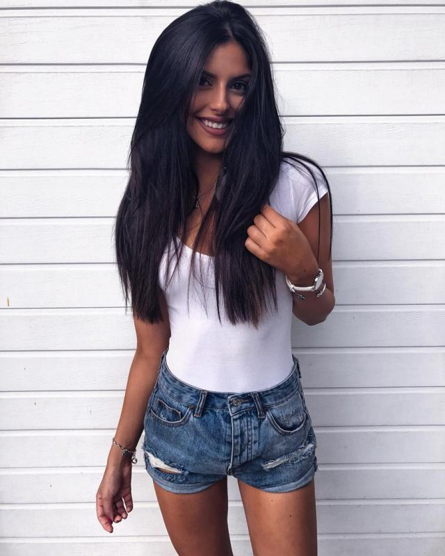 Wow so beautiful outfit and perfect hair! Do you like it?