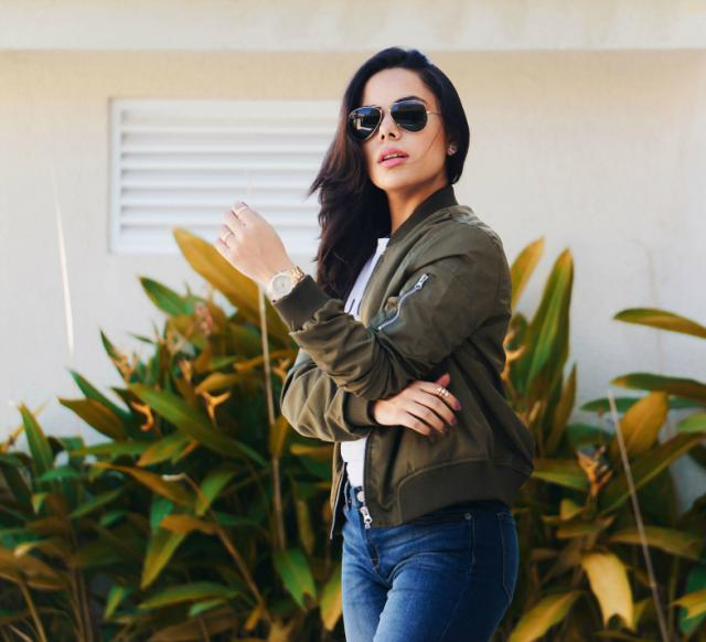 You wanna look ¨BOMB¨then you seriously need to get ur hands on this beautiful bomber jacket by zaful.com