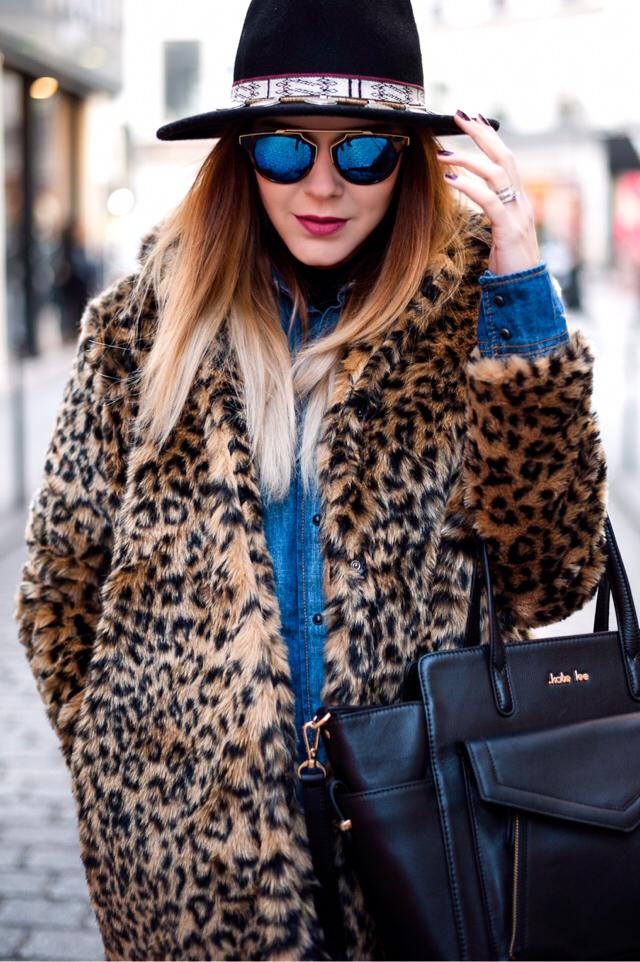 My new obsession... the leopard coat!