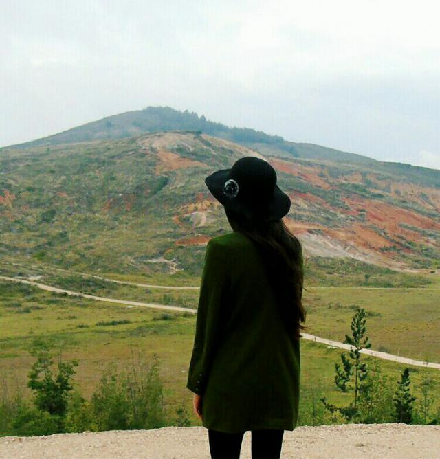 Appreciate the landscape with your favorite green coat