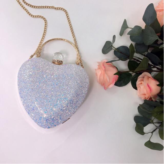 Would love to help to create the spring blossom vibe here! Love my heart shape bag from ZAFUL! Finger cross to win a